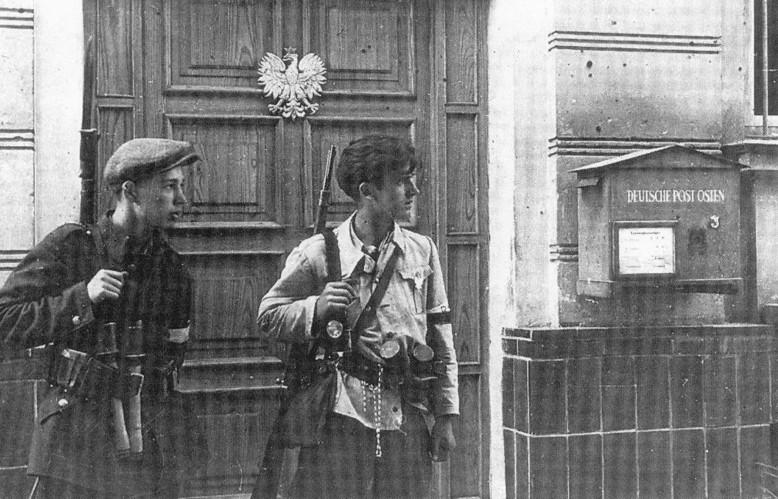 Żołnierze Armii Krajowej podczas operacji Burza w Lublinie, lipiec 1944 r.