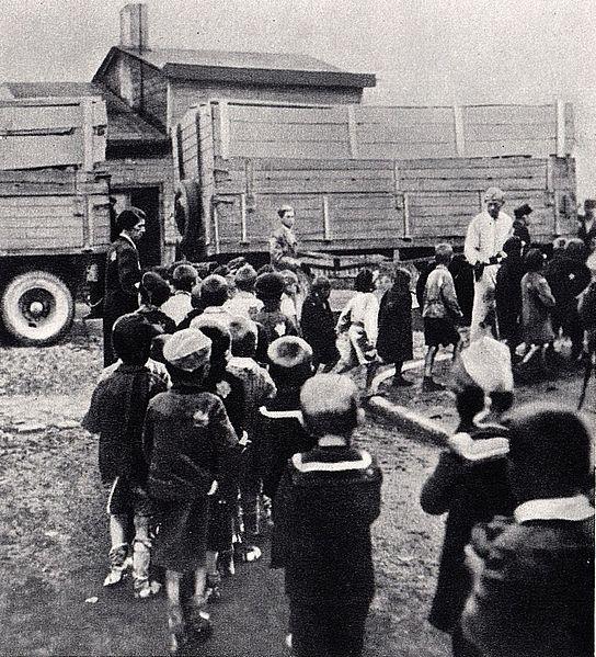 Ghetto Litzmannstadt. Wywózka dzieci z żydowskiego sierocińca na Marysinie do obozu zagłady w Chełmnie nad Nerem (Kulmhof)