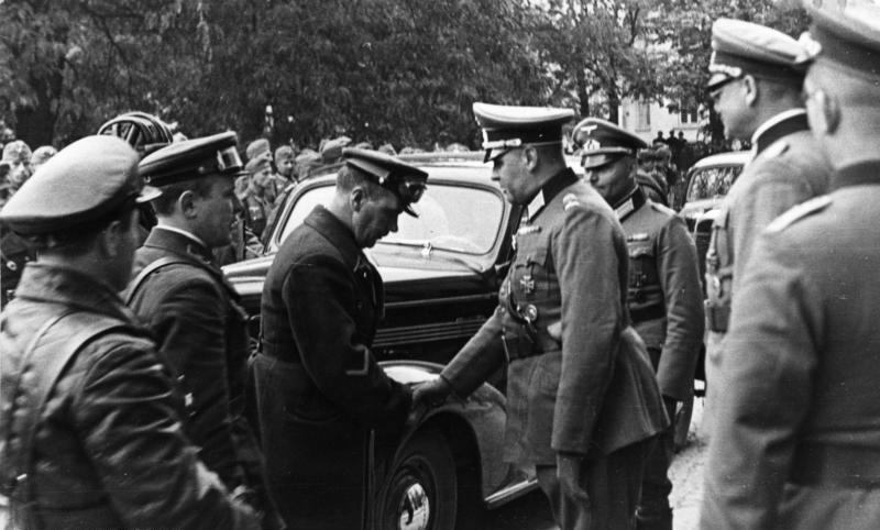 Uścisk dłoni oficerów Wehrmachtu i Armii Czerwonej